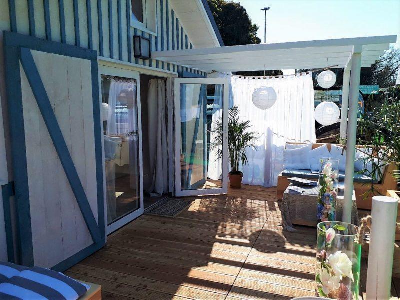 Terrasse aménagée du Cabanon Bleu