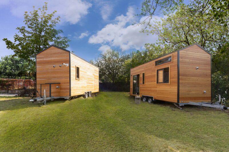 Deux tiny houses Colibri installée dans un jardin