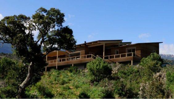 Maison à ossature bois installée en pleine nature