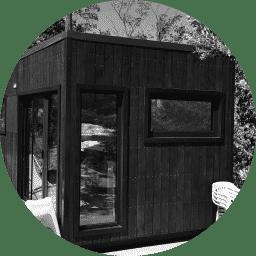 Maison Quadrapol En noir et blanc