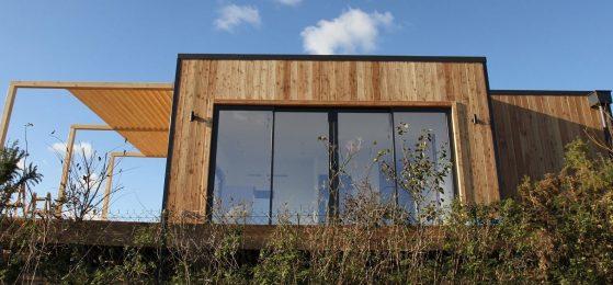 Studio de jardin en bois installé sur le terrain