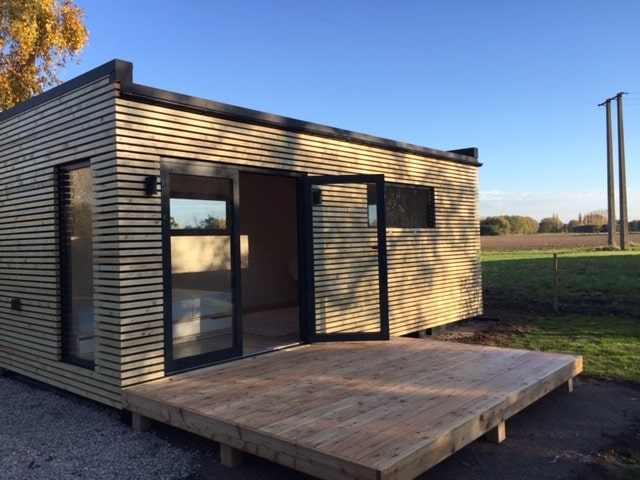 Studio de jardin en bois avec sa terrasse