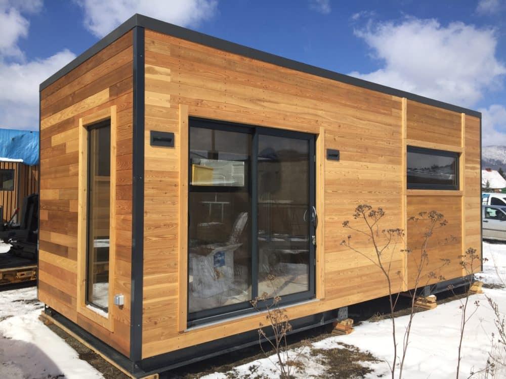 Studio de jardin habitable Twenty Lodge V2 installé sur un terrain enneigé